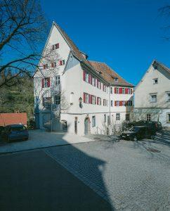 Kloster-Vorplatz